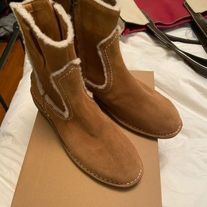 Ugg Women's Catica Sherling Boots 10 NWT